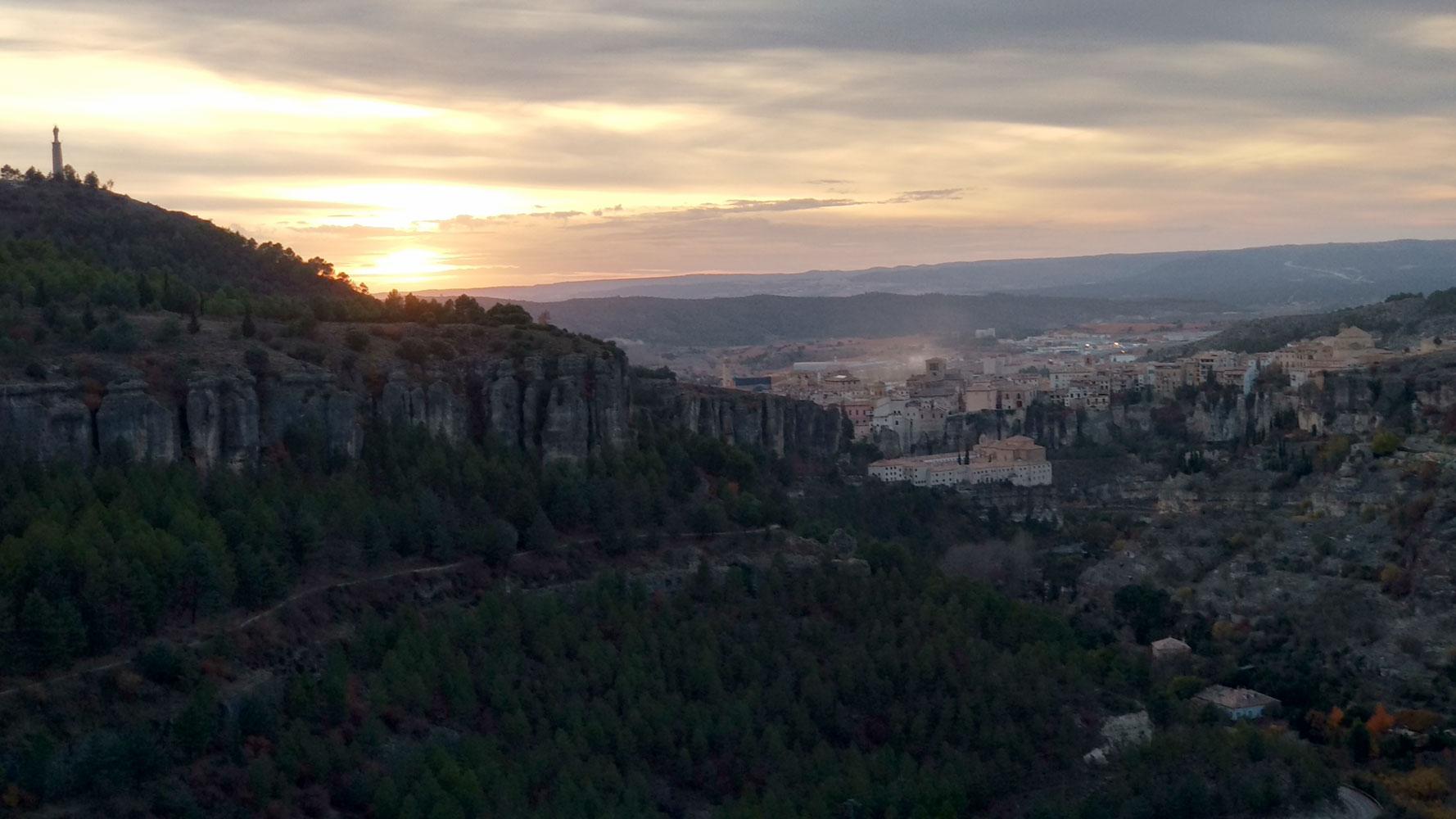 atardecer en cuenca hoz del huecar, maravillas del casco antiguo de Cuenca